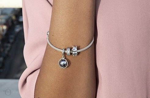 Your HIGH SUMMER bracelet by Pandora at Sam Parfums